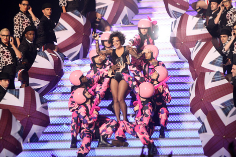 Union Jack Umbrella on stage with Lily Allen at The Brit Awards 2010